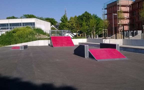 Skateanlagen Quater Pipe - Fly over - Launch Box